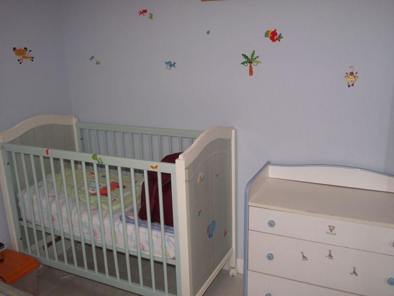 Chambre bb petit espace petite chambre adulteu ides dco for Amenagement chambre bebe petit espace
