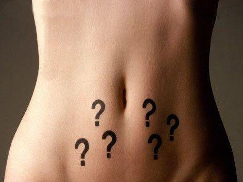 Les symptômes le lumbago et dans le dessous du ventre chez les femmes