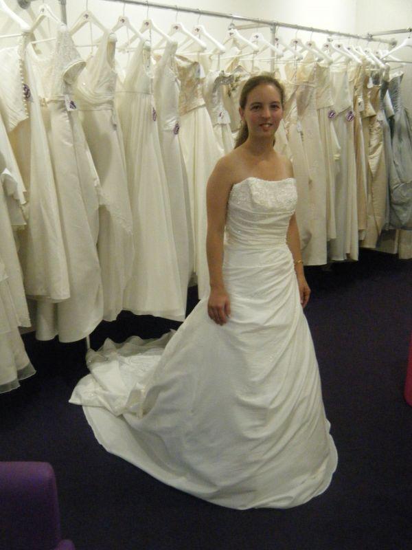 robe de mariee diamante point mariage - Point Mariage Herblay