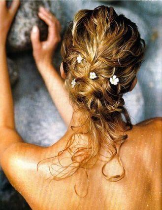 jaimerai un peu une coiffure dans ce style simple et original enfin simple faut voir avec ma soeur si cest pas trop dur a faire - Coiffure Pour Temoin De Mariage