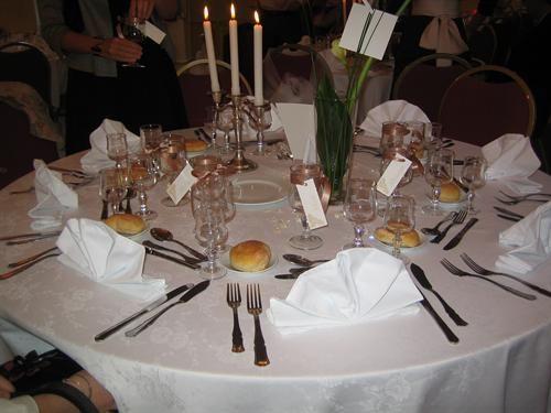 cela me stress car jai hte davoir les photos de mon mariage et ca dcale tout ci dessous une photo dune table dcore - Chateau D Aramont Verberie Mariage