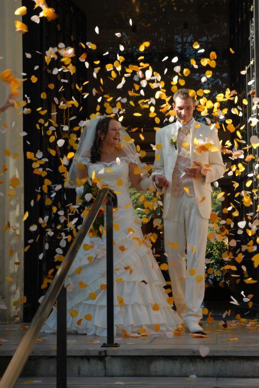 Lanc de confettis sabrina et cyril mariage le 27 septembre 2008 - Message boulette mariage ...